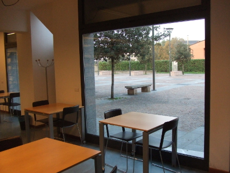Sala biblioteca Usmate in rapporto a nuova piazza