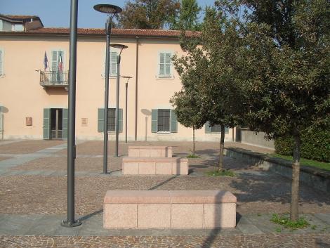 Arredo urbano piazza Villa Borgia Usmate
