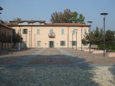 Piazza complesso Villa Borgia Usmate